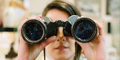 Visuele content gezien door een verrekijker